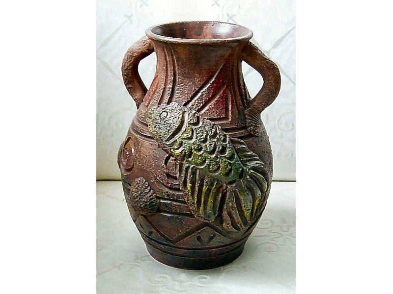 Ásatásból előkerült halas váza :